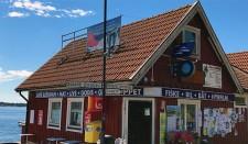 Brevlåda vid Macken, Hotellbryggan på Dalarö
