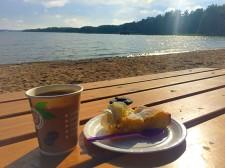 Fika på Café Hawaii vid Schweizerbadet, Dalarö
